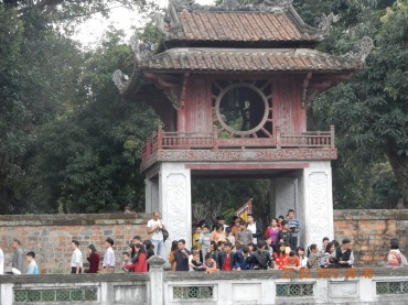 vietnam-hanoi-templeofliterature-1