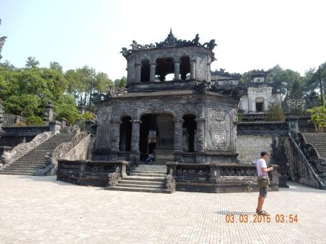 vietnam-hue-khaidinhtomb-2
