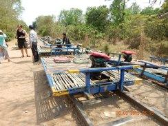 cambodia-battambang-bambootrain-1