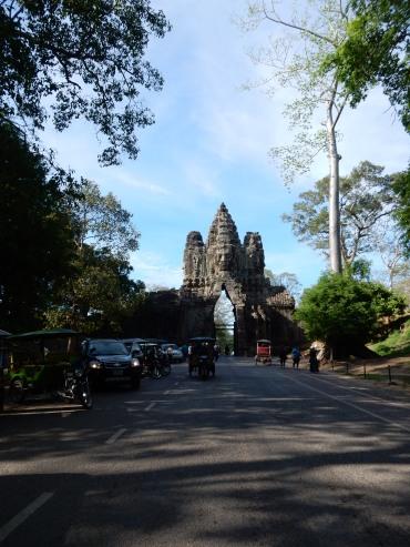 cambodia-siemreap-angkorthomgates-1