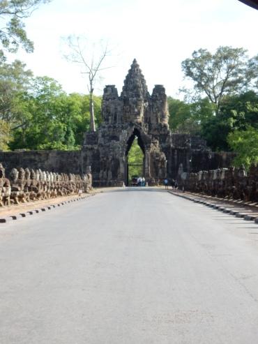 cambodia-siemreap-angkorthomgates-2