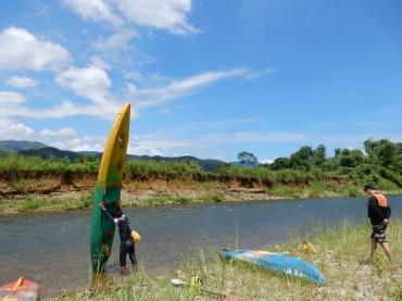 laos-vangvieng-kayakking-2