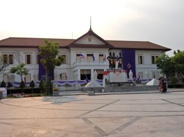 chiangmai-threekingsmonument-1