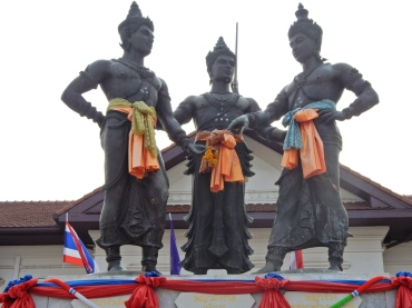 chiangmai-threekingsmonument-2