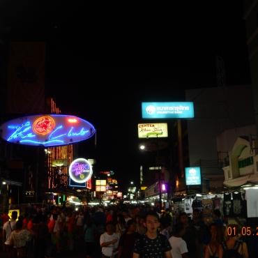 koh-san-road-bangkok-thailand-atnight-1