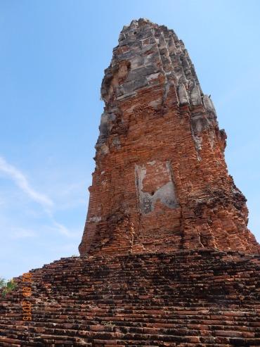 travel-guide-ayutthaya-thailand-wat-lokayasutharam-1