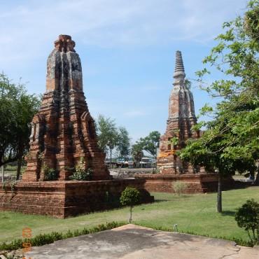 travel-guide-ayutthaya-thailand-wat-phu-khao-thong-1