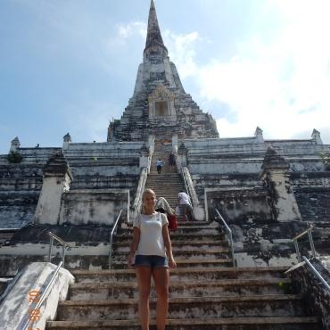 travel-guide-ayutthaya-thailand-wat-phu-khao-thong-3