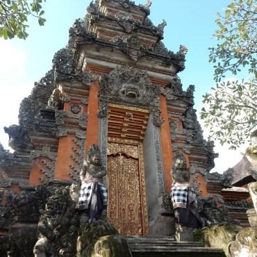 ubud-bali-pura taman saraswati (1)