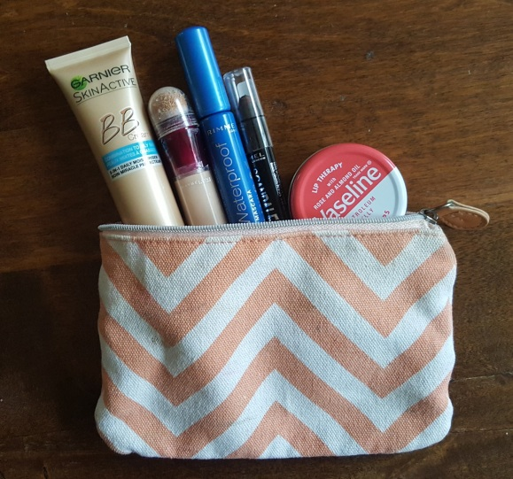 Tips- 5 make-up products for your backpackingtrip