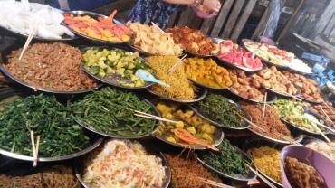 whatiateinaday-backpackerdition-streetbuffet luang prabang (2)