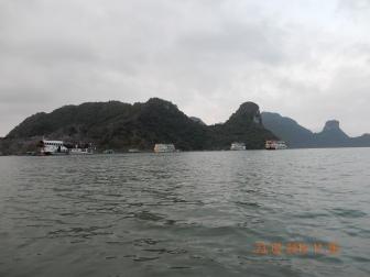 kayaking-halongbay (1)