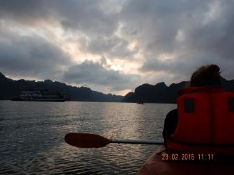kayaking-halongbay (2)